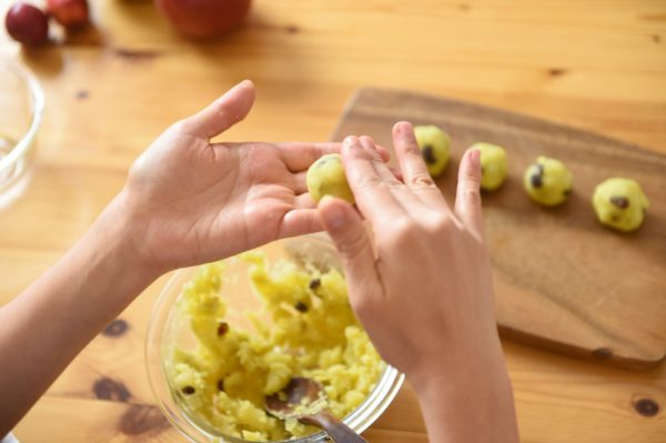 りんごの料理 りんごとさつまいものトリュフ5