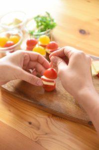 りんごのレシピ りんごのカプレーゼ風ピンチョス2