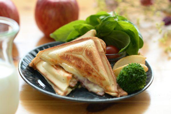 りんごのレシピ チーズとりんごのホットサンド