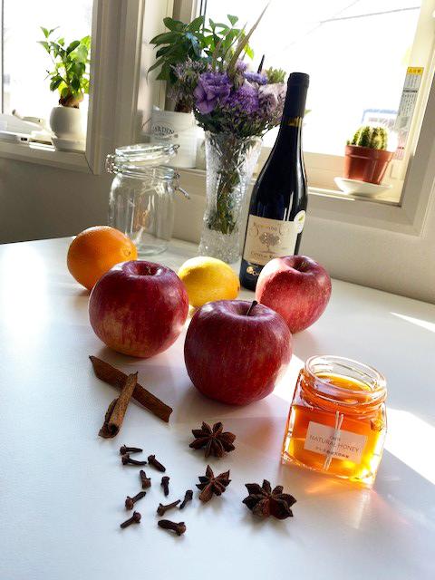 りんごで作るホットワインの材料