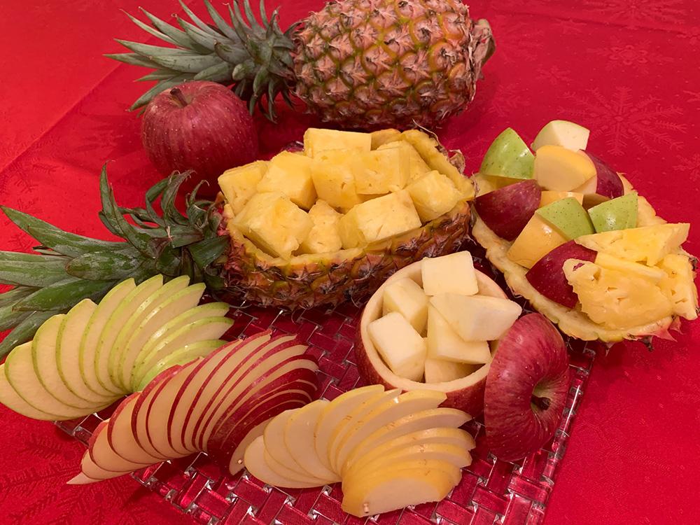 青森りんごと台湾パイナップルを使った飾り切りアレンジ