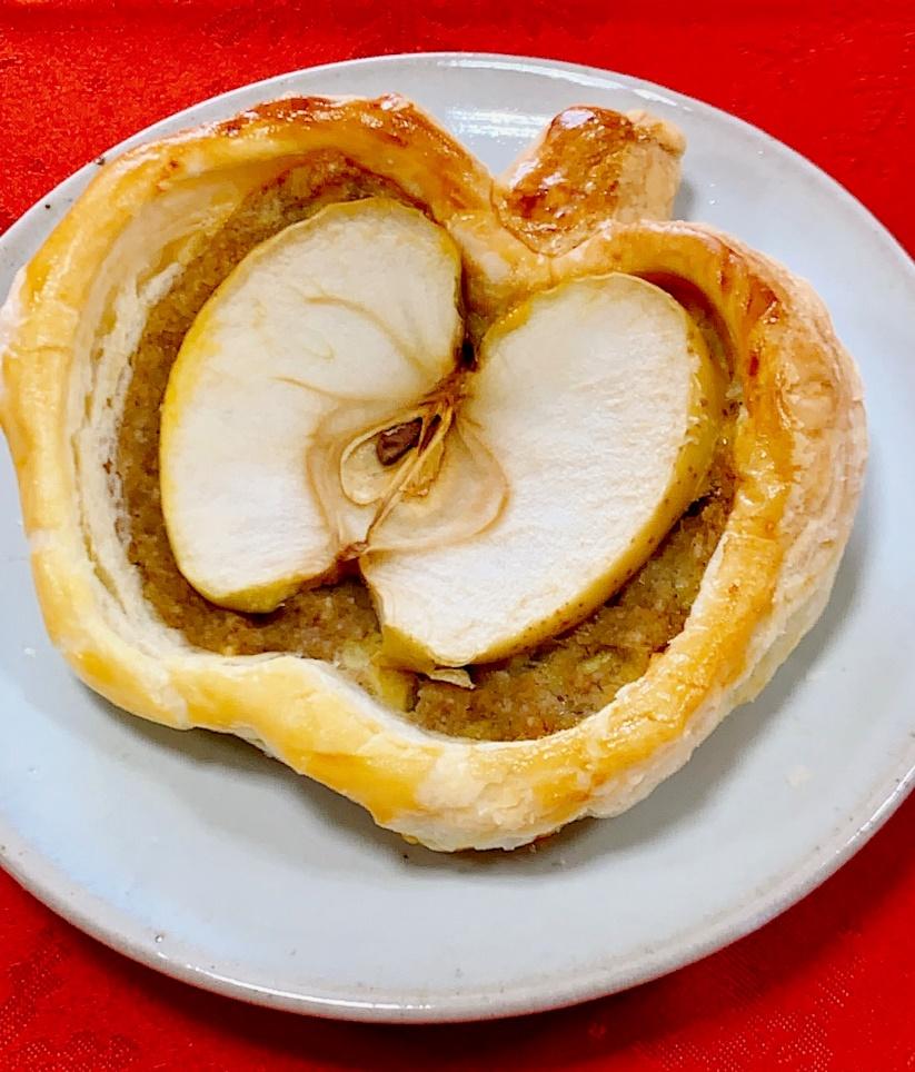 見た目もかわいい りんごとバナナのアップルパイ